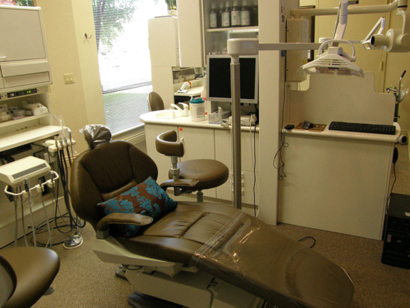 Dental Headlight: Why Is It Critical To Every Dental Treatment Room